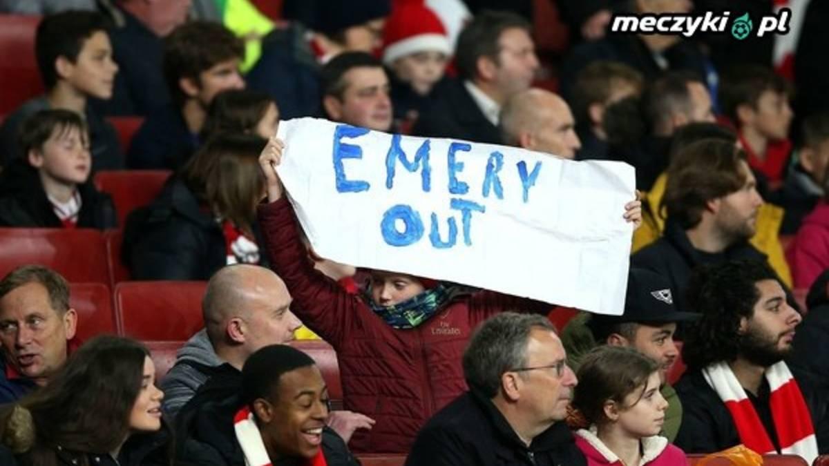 """Na stadionie Arsenalu pojawił się baner """"Emery Out"""