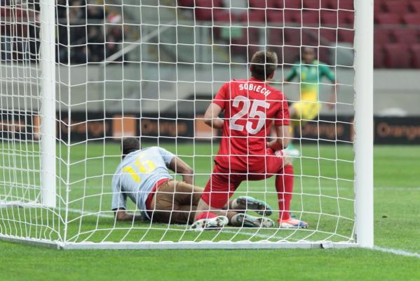 Hannover wygrywa po golu strzelonym... ręką [video]