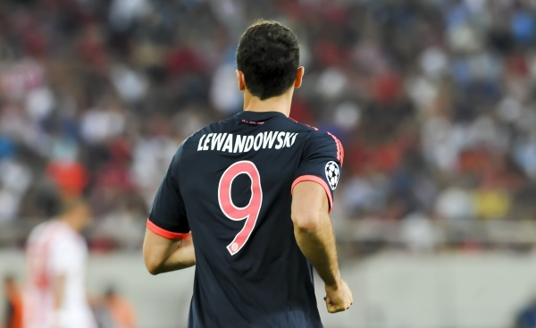 """Przyszłość Lewandowskiego jest jasna? Bayern mówi stanowcze """"nie"""" transferowi Polaka"""