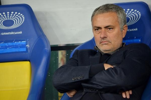 Porażka Chelsea, Mourinho wyrzucony na trybuny
