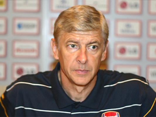Wenger kupi piłkarza Barcy?