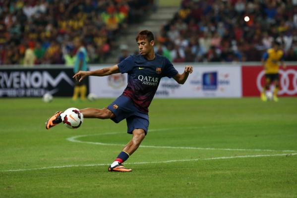 Barcelona wygrywa, niezwykły gol Neymara [video]