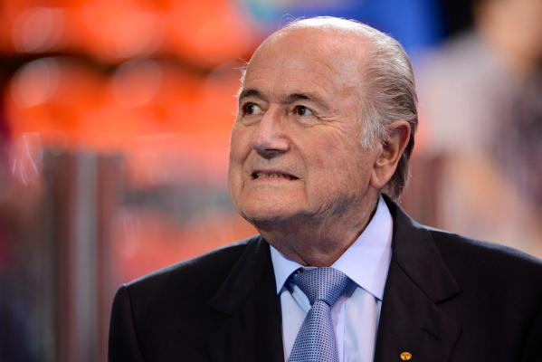 """Blatter był blisko śmierci. """"Śpiewały mi anioły"""""""