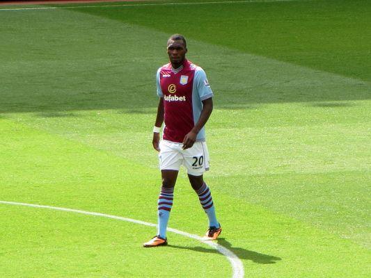Carragher: Benteke bardziej pasuje do Chelsea