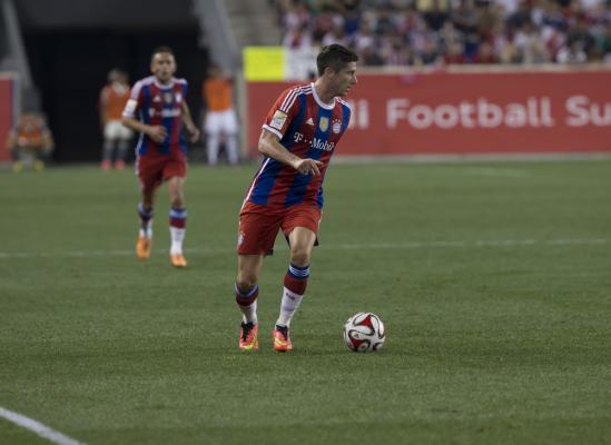 Bayern gromi, piąty gol Lewandowskiego w LM [video]