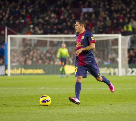 Adriano nie opuści Barcelony w styczniu
