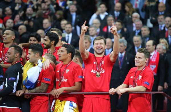 Wygrana Sevilli i awans do Ligi Europy, City pierwsze