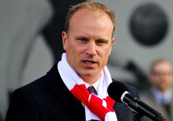 Bergkamp: Nie mam ambicji bycia menedżerem