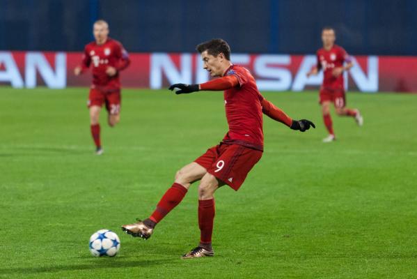 Pewne zwycięstwo Bayernu, gol Lewego [video]