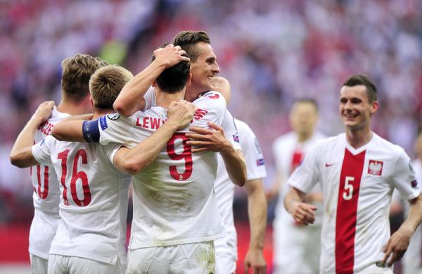 Adam Nawałka powołał zawodników z lig zagranicznych. Brakuje Krychowiaka