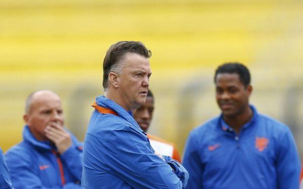 Zwolnienie Mourinho kłopotem dla van Gaala?