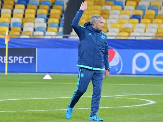 Jose Mourinho zastąpi Louisa Van Gaala?