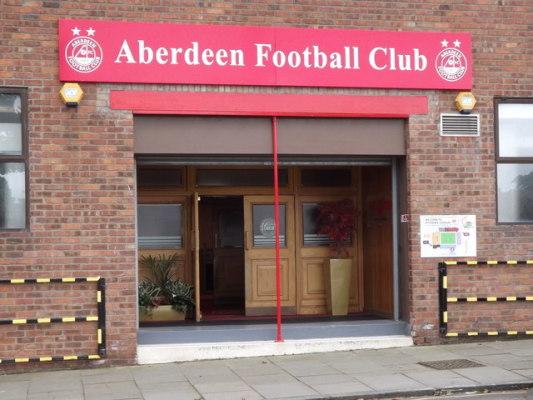 Nwakali wypożyczony z Manchesteru City do Aberdeen