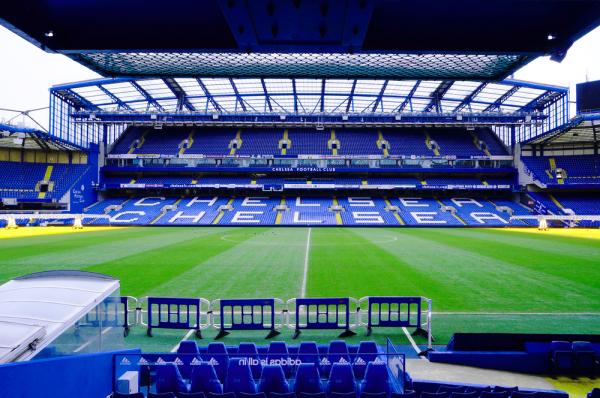 Chelsea nadal walczy o Stonesa