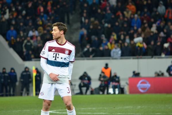 Xabi Alonso: Anglia musi zmienić styl gry