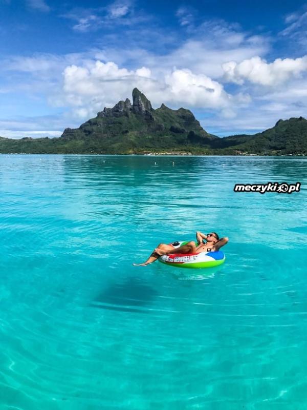 Krychowiak się bawi na Bora-Bora