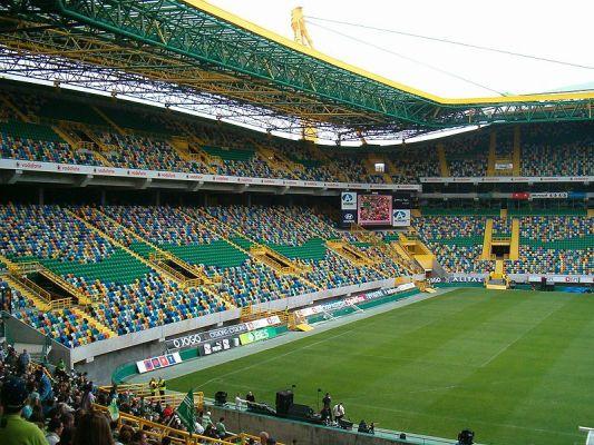 Wychowanek Ajaksu zagra w Sportingu Lizbona