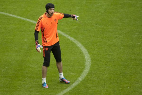 Manuel Neuer o Cechu: Czapki z głów