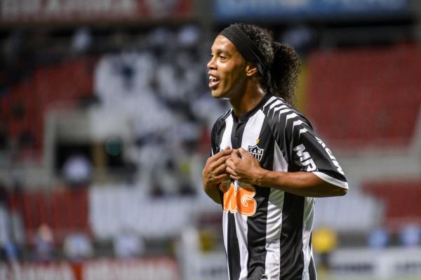 """Ronaldinho ma oferty z Anglii. """"Pogra jeszcze 3-4 lata"""""""