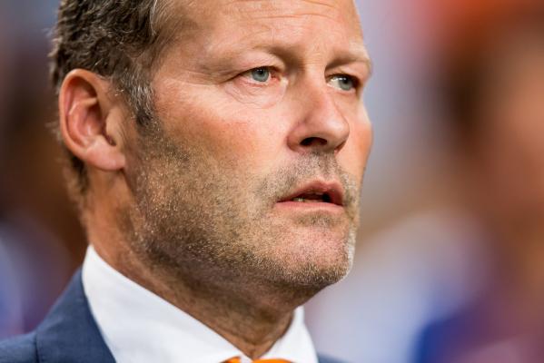 Holandia nie zwolni trenera. Na razie...