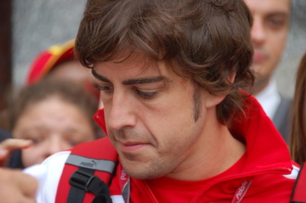 Alonso: Button powinien zostać w zespole