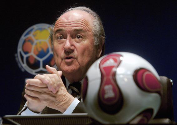 Blatter potwierdził odejście. Skandal na konferencji