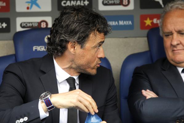 Trener Barcelony krytykuje kibiców