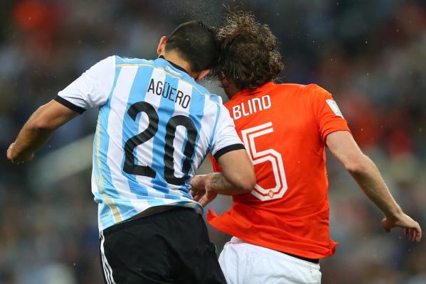 """Aguero: Koszulka z numerem """"10"""" należy do Messiego"""