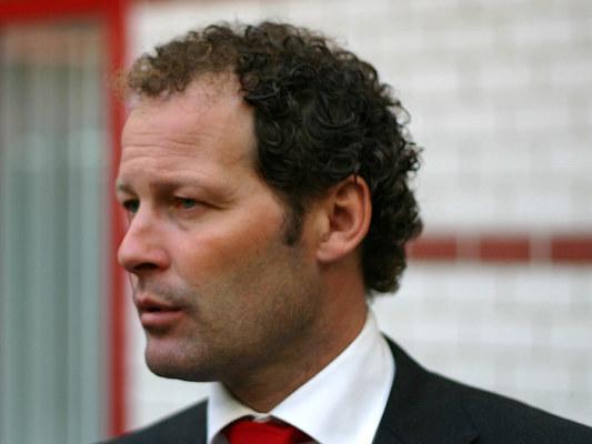 Holendrzy nie zwolnią trenera