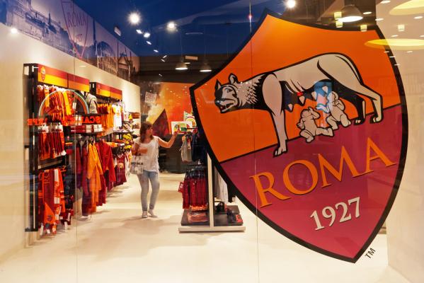 """""""Strootman nie odejdzie z Romy"""""""