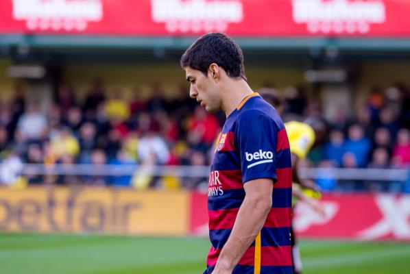 """Enrique broni Suareza. """"Tylko obrońcy mogą uderzać rywali. Kiedy zrobi to napastnik, nagle wszystkim to przeszkadza"""""""