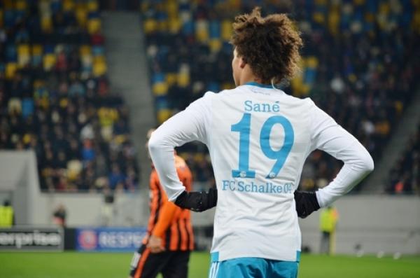 Chcą go City i Barca, Sane mówi: Zostaję