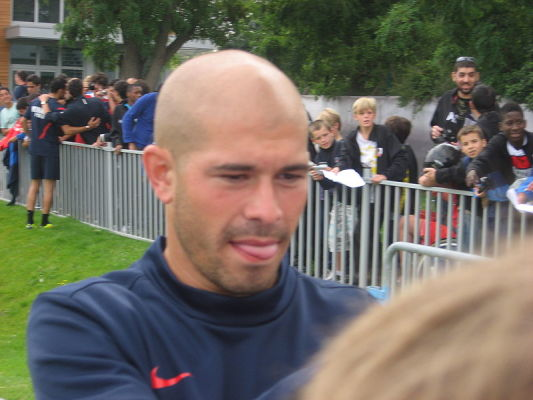 Obrońca Olympique Lyon przedłużył kontrakt