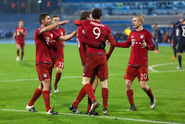 Lewandoooowski! Bayern długo się męczył, ale Polak dwa razy ukąsił Schalke! [VIDEO]