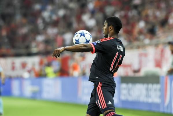 Zwycięstwo Bayernu, efektowny gol Douglasa Costy [VIDEO]