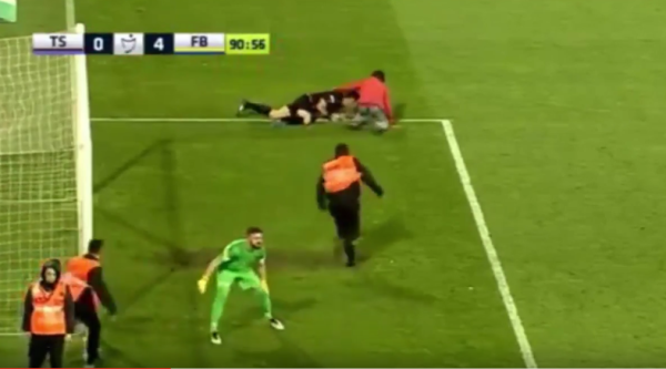Kibic pobił sędziego w lidze tureckiej [VIDEO]