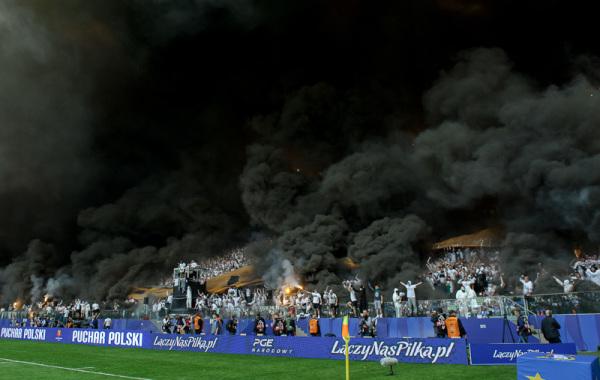 Puchar Polski: Kibice chcieli wwieźć race... autem PZPN