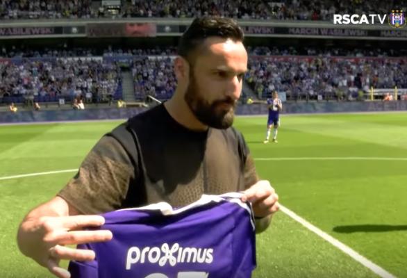 Wasilewski uhonorowany przez... Anderlecht [VIDEO]