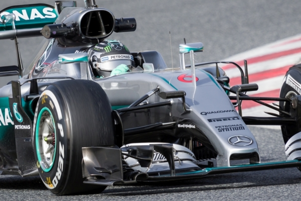 Wielka kraksa kierowców Mercedesa już na starcie! [VIDEO]