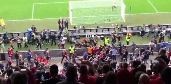 Bójka kibiców przed meczem Liverpoolu z Sevillą [VIDEO]