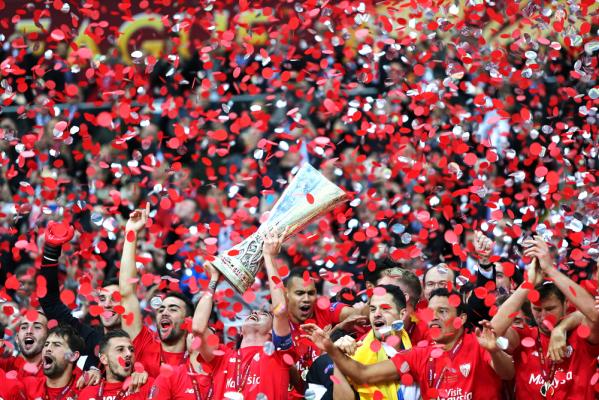 Sevilla po raz trzeci z rzędu wygrywa Ligę Europy! Ale sędzia się nie popisał... [VIDEO]