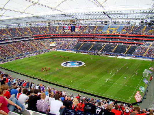 Piłkarz Eintrachtu chce grać mimo nowotworu