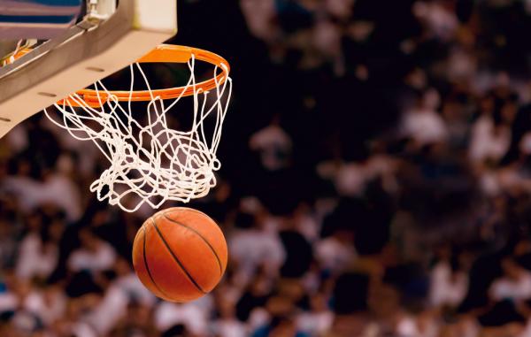 NBA: Cleveland Cavaliers wciąż niepokonani, triple-double Jamesa