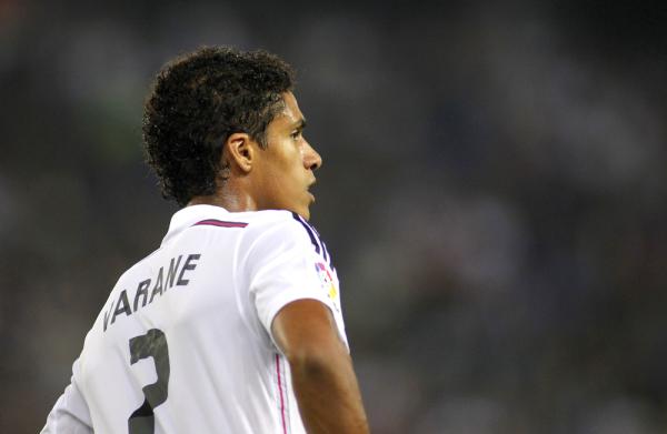 Real odrzucił ofertę MU za Varane'a