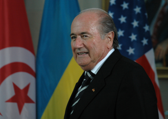 Kolejna afera w FIFA. Blatter i spółka przywłaszczyli sobie 80 mln dolarów!