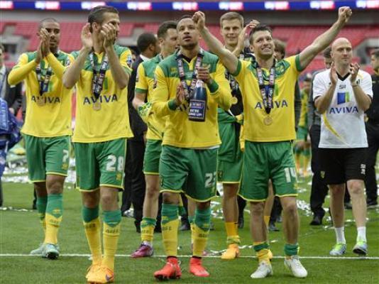 Pięciu piłkarzy rok dłużej w Norwich