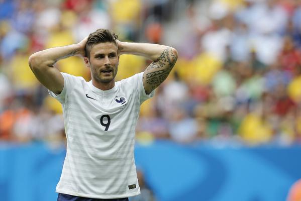 Gdzie Giroud nie może, tam Payet pomoże - Francja wygrywa po kapitalnym golu! [VIDEO]