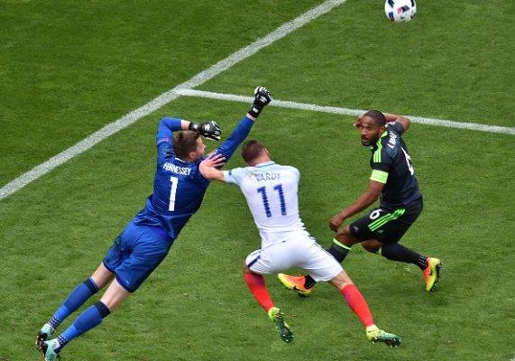 Dramatyczny mecz Walii z Anglią. Gol Daniela Sturridge'a z 92 minuty dał wygraną Anglikom [VIDEO]