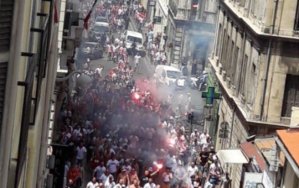 Polscy kibice pobili się w Marsylii. Między sobą... [VIDEO]