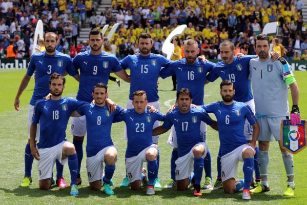 Włosi prowadzą, Hiszpanie walczą o pozostanie w turnieju [VIDEO]
